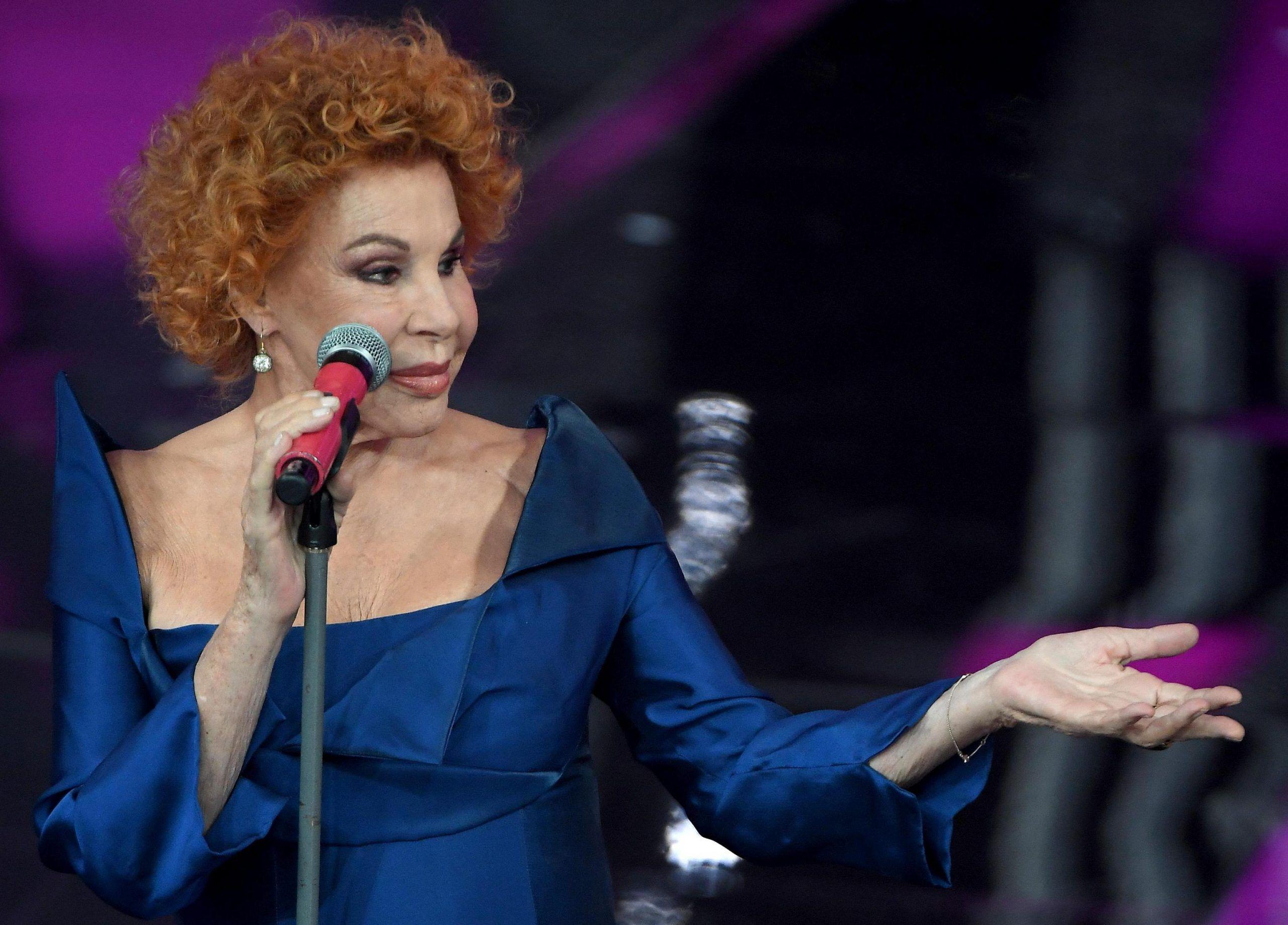 Shalpy contro Ornella Vanoni dopo Ora o mai più: 'Sei una vecchia mummia, ritirati'