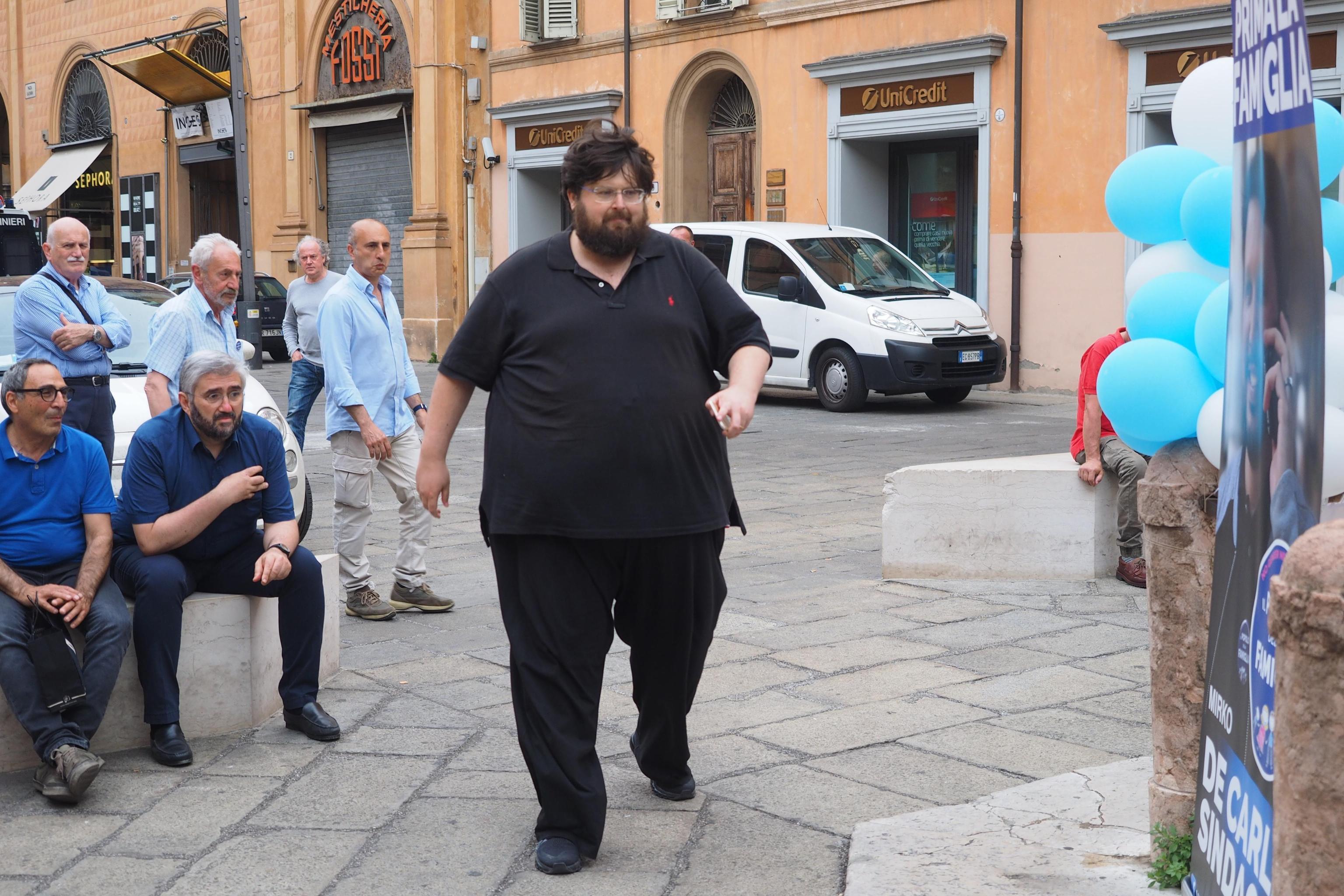 Mario Adinolfi dice no al preservativo: 'Se fai sesso occasionale meriti le malattie'