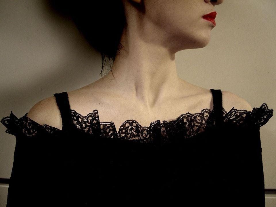'Le donne di 50 anni sono troppo vecchie da amare': polemiche per le parole di Yann Moix