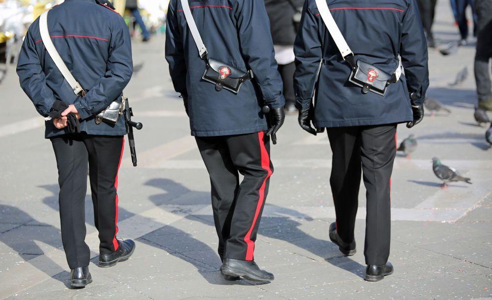 Giovane immigrato non ha i soldi per andare al funerale della madre: carabinieri fanno una colletta