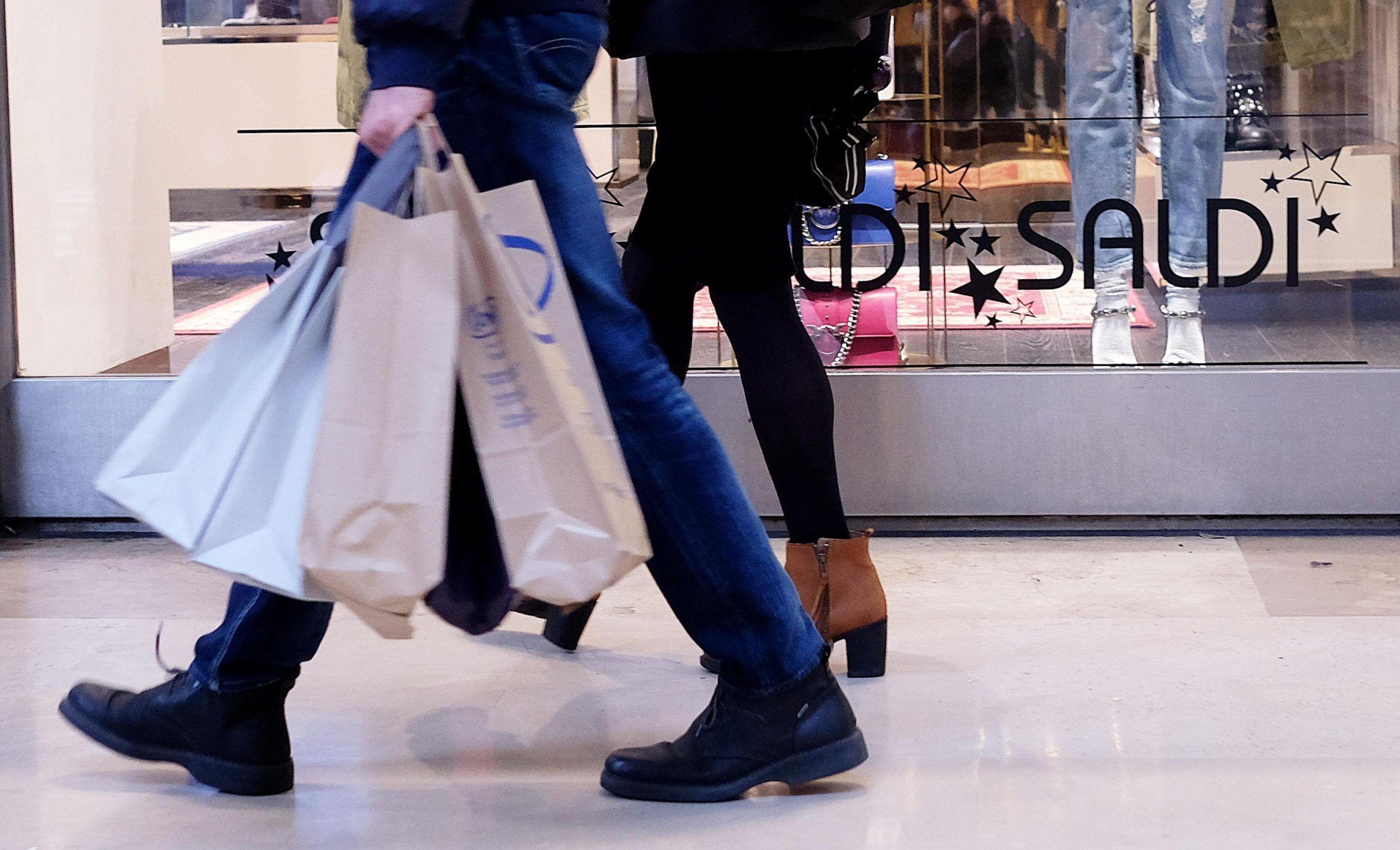 Chiusure domenicali dei negozi: il testo della legge