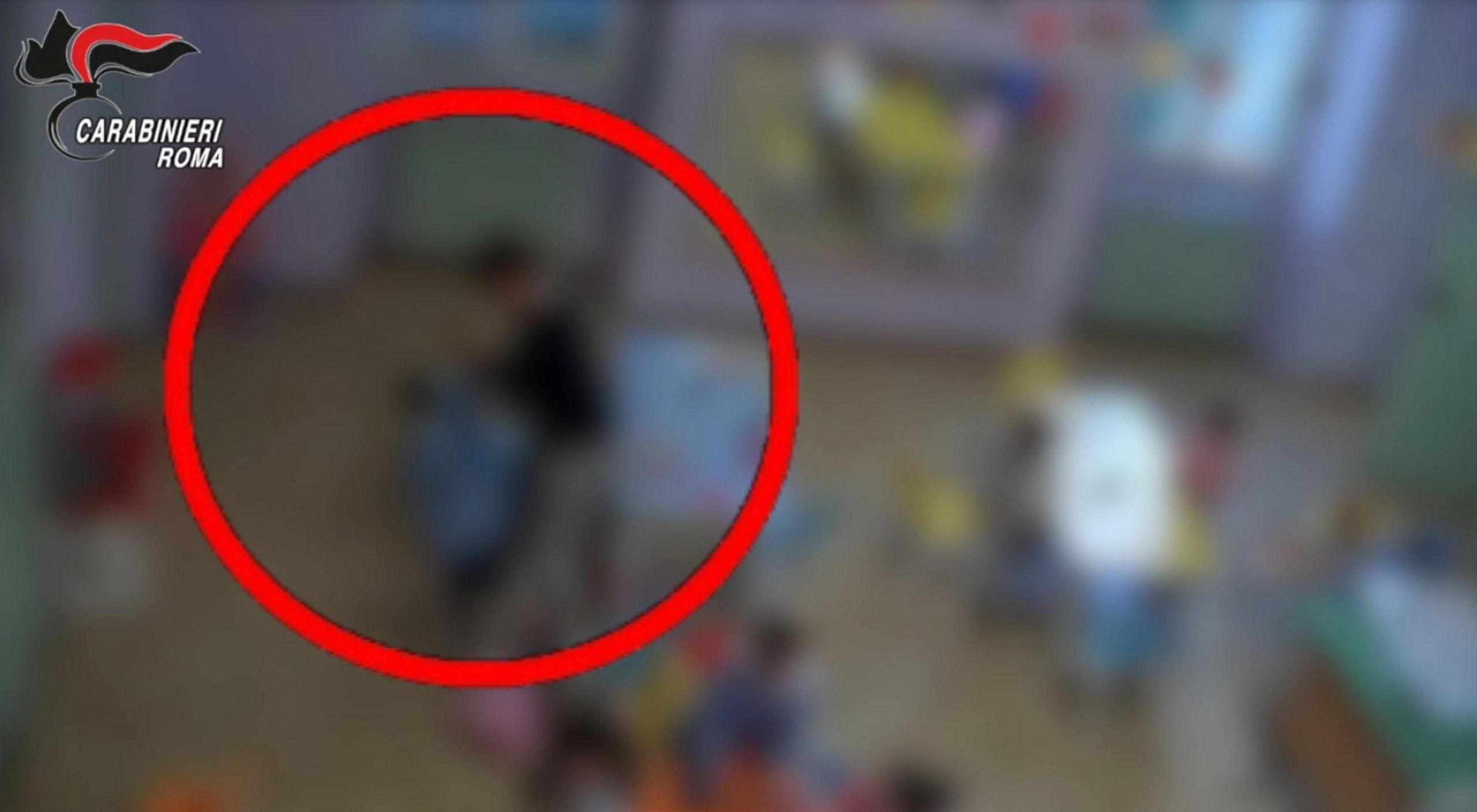 Bimbi picchiati e maltrattati all'asilo, arrestate tre maestre e una collaboratrice