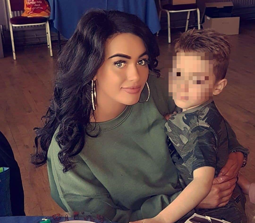 Giovane mamma single sta morendo di leucemia: costretta a dire addio a suo figlio