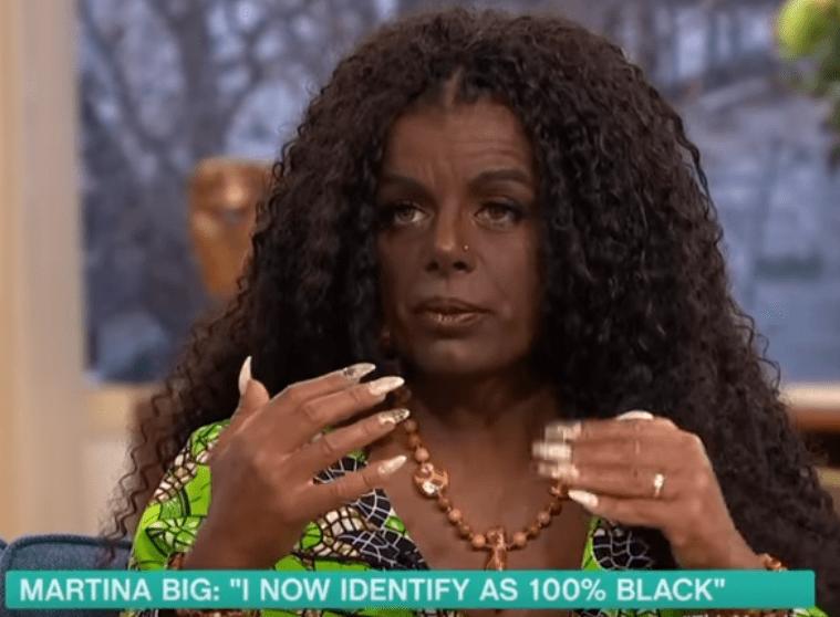 Modella bionda cambia razza e diventa nera: 'Anche mio figlio sarà nero'