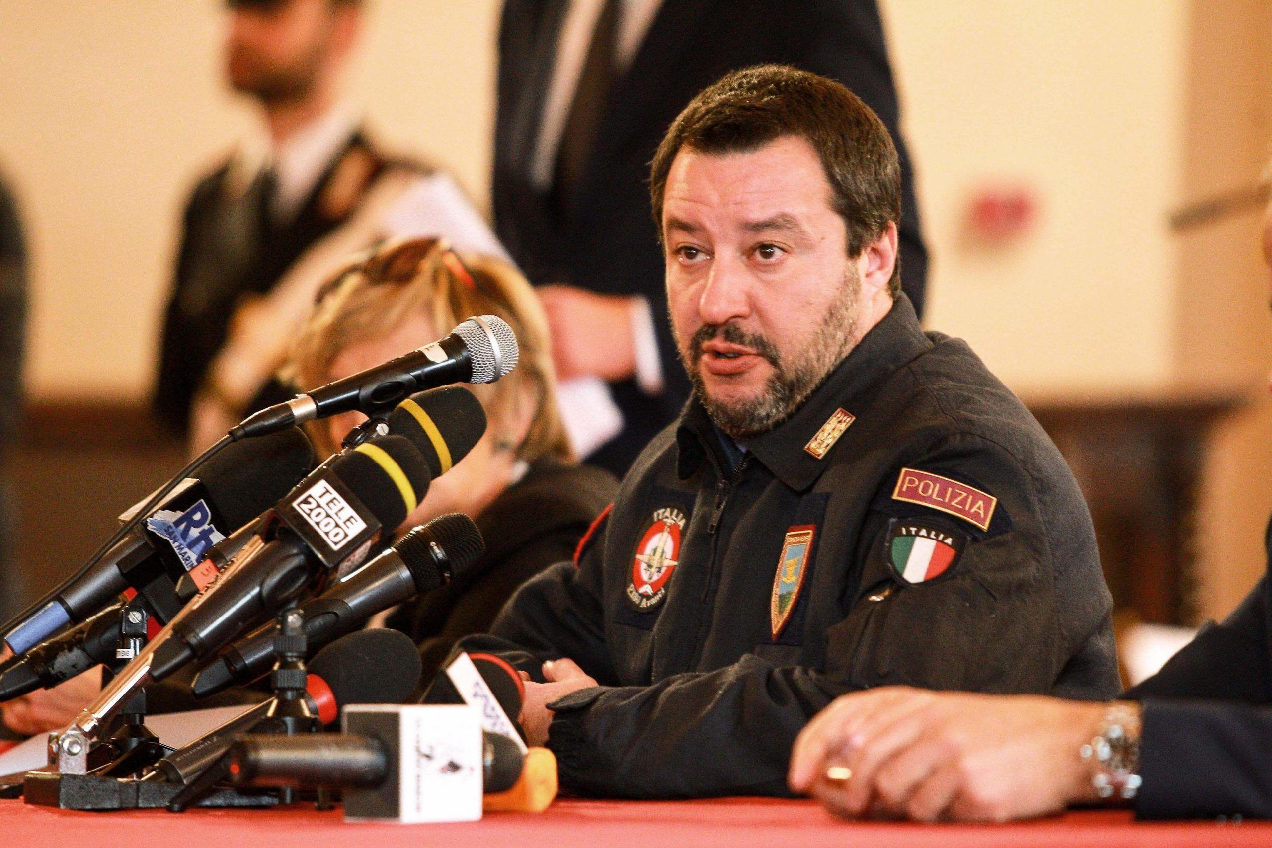 I Vigili del Fuoco denunciano Salvini per uso improprio della divisa