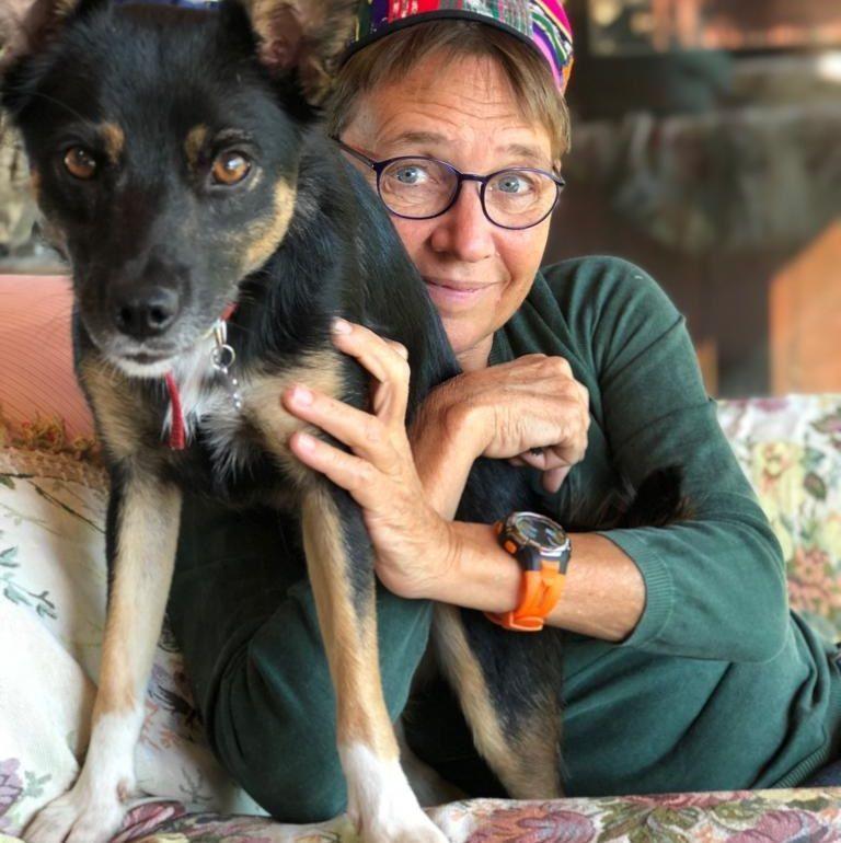 Susanna Tamaro piange la cagnolina Pimpi, uccisa da un boccone avvelenato