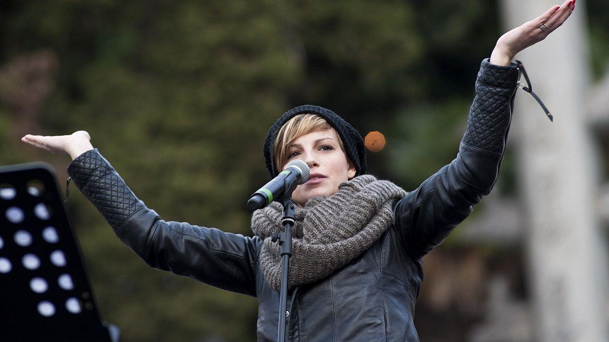 Emma Marrone live: 'Aprite i porti', slogan politico che non è piaciuto ai fan