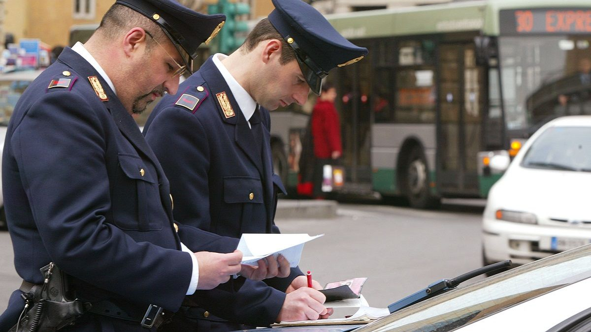 Ritiro immediato della patente per chi guida parlando al cellulare: la proposta di Puccia