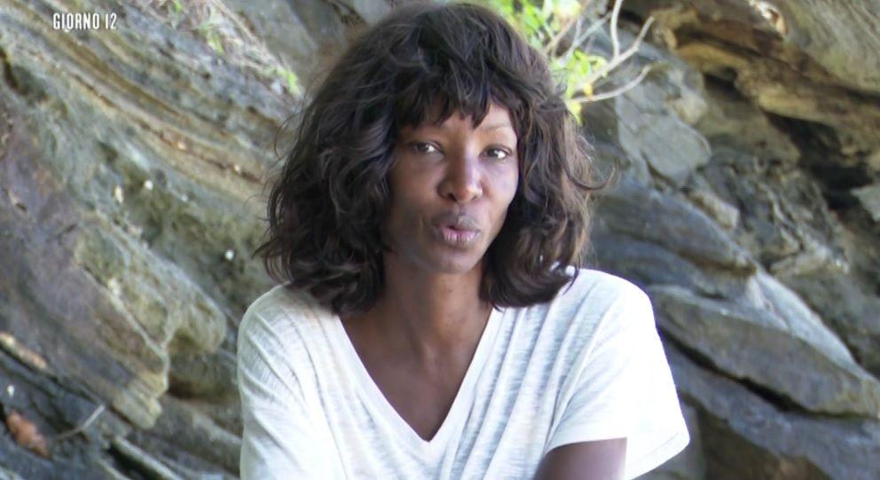 Isola 14, Youma Diakite si ritira dal reality show: 'Mio figlio non la sta prendendo bene'