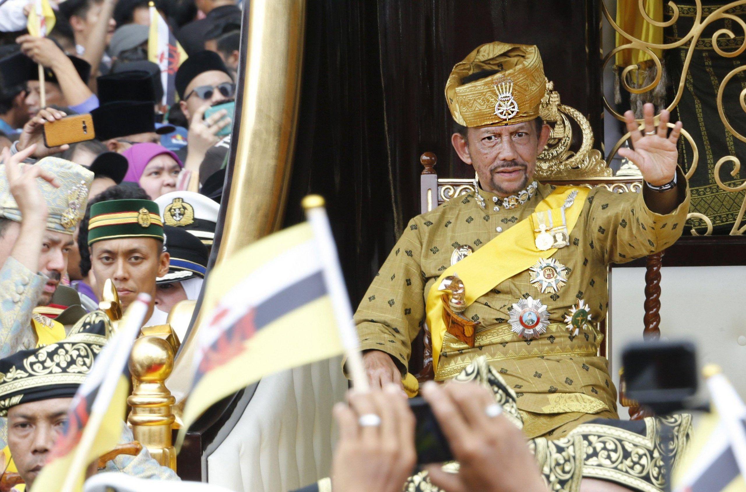 Brunei: gay e adulteri lapidati, taglio di mano e piede per i ladri