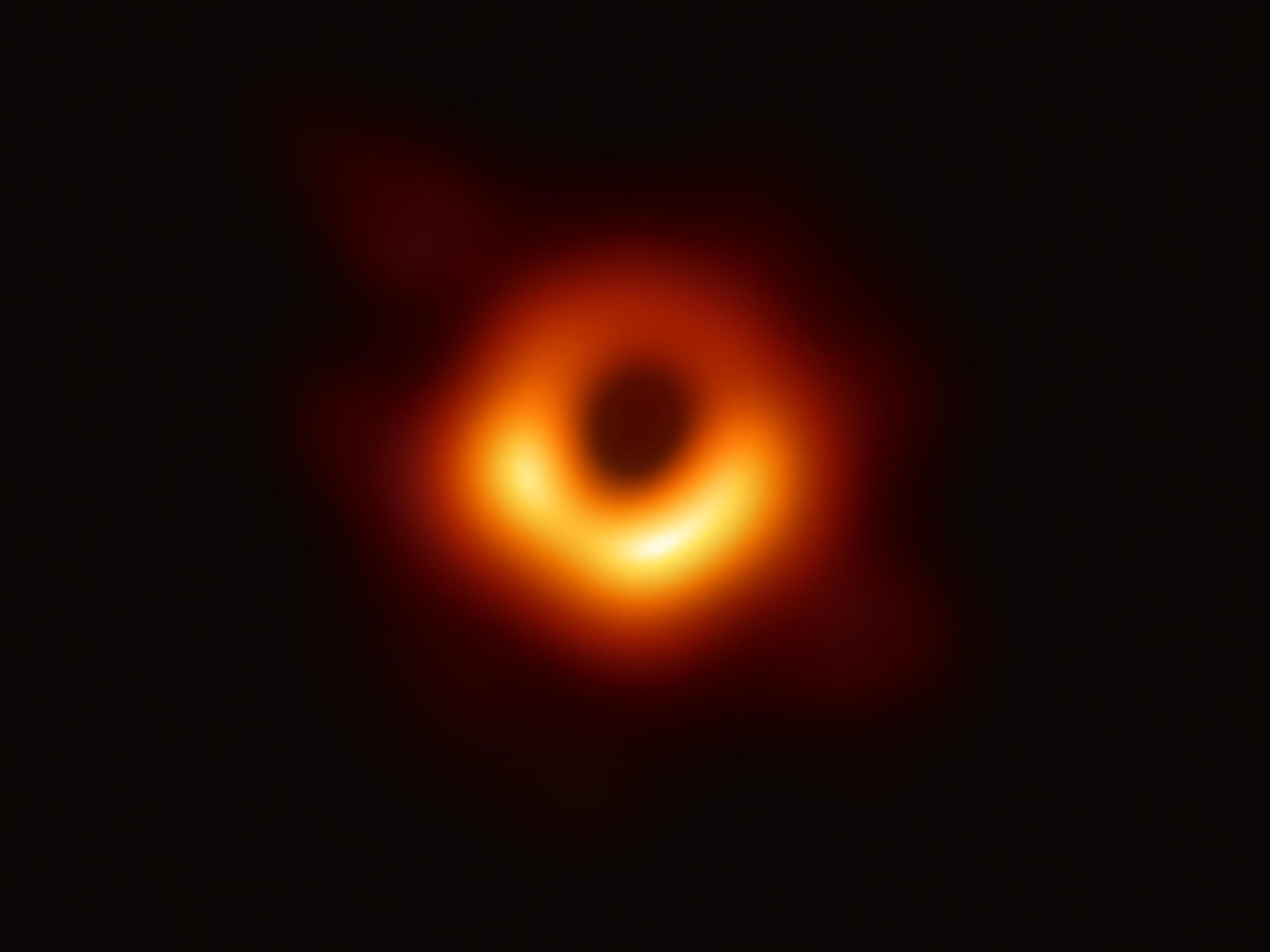La prima foto di un buco nero
