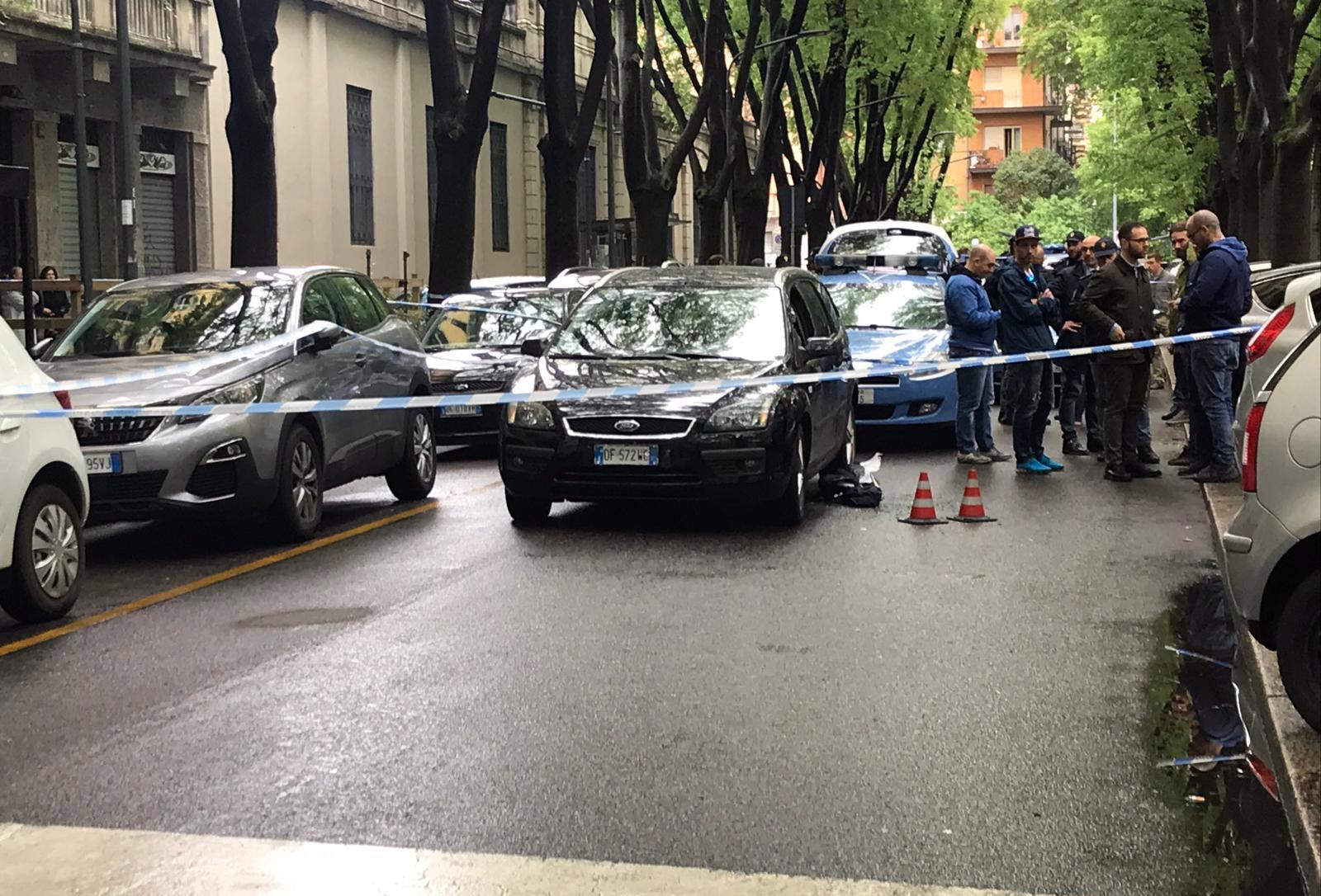 Milano, sparatoria in Porta Romana: uomo ferito alla testa