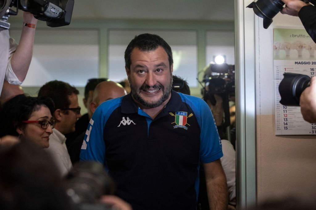 """Matteo Salvini, il gran rifiuto della discordia: """"Mascherina? Non la metto"""""""