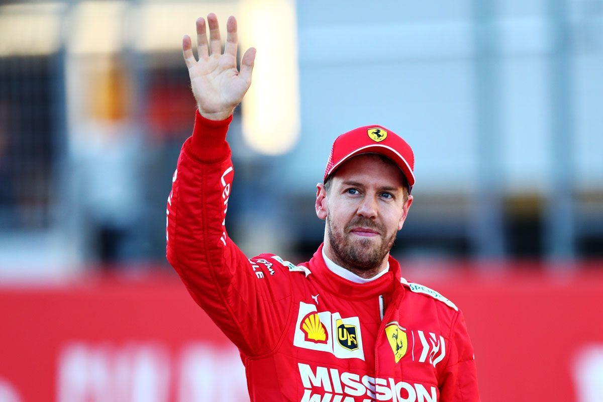 Vettel saluta la Ferrari