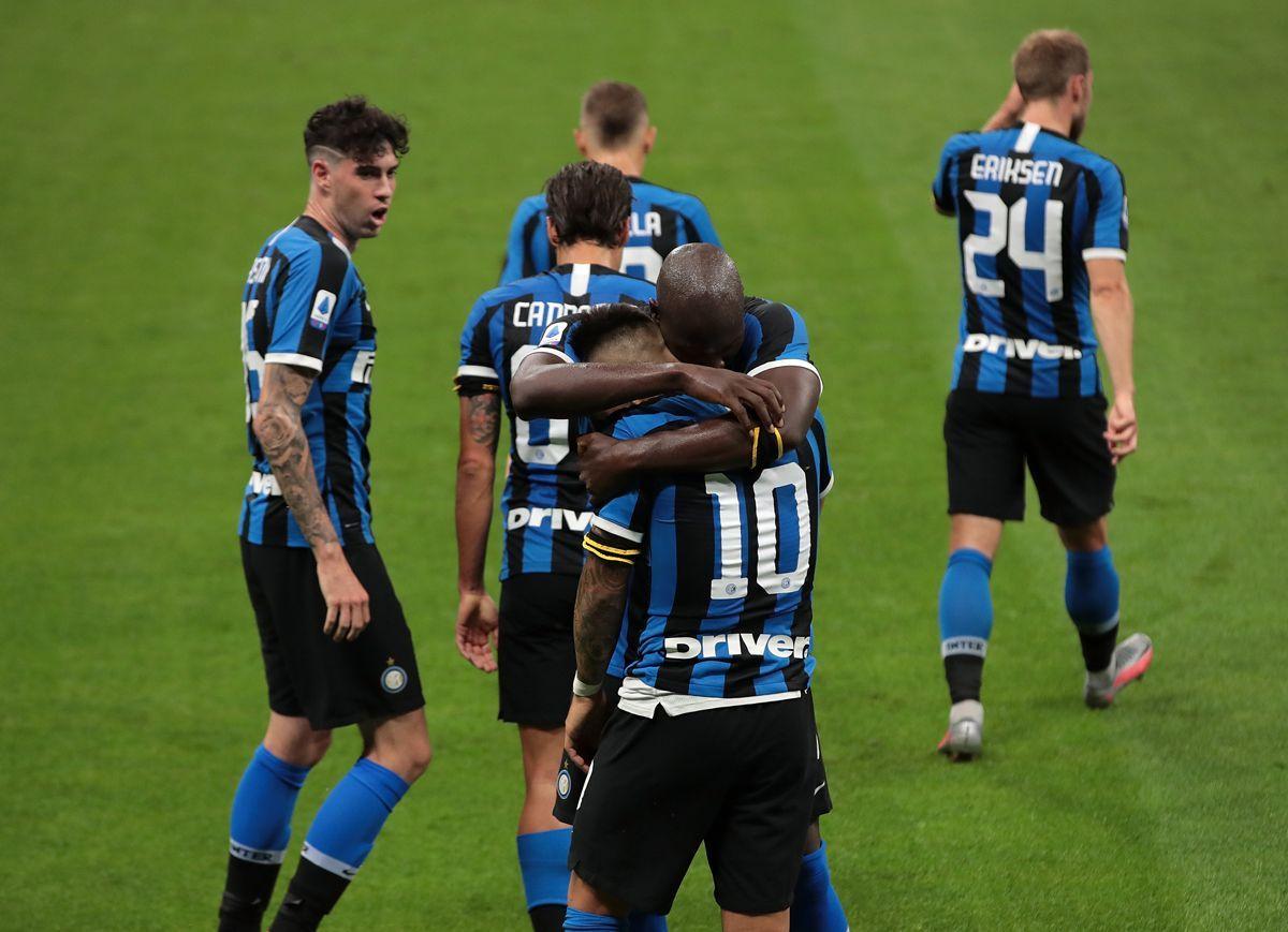 Lukaku e Martinez festeggiano il gol