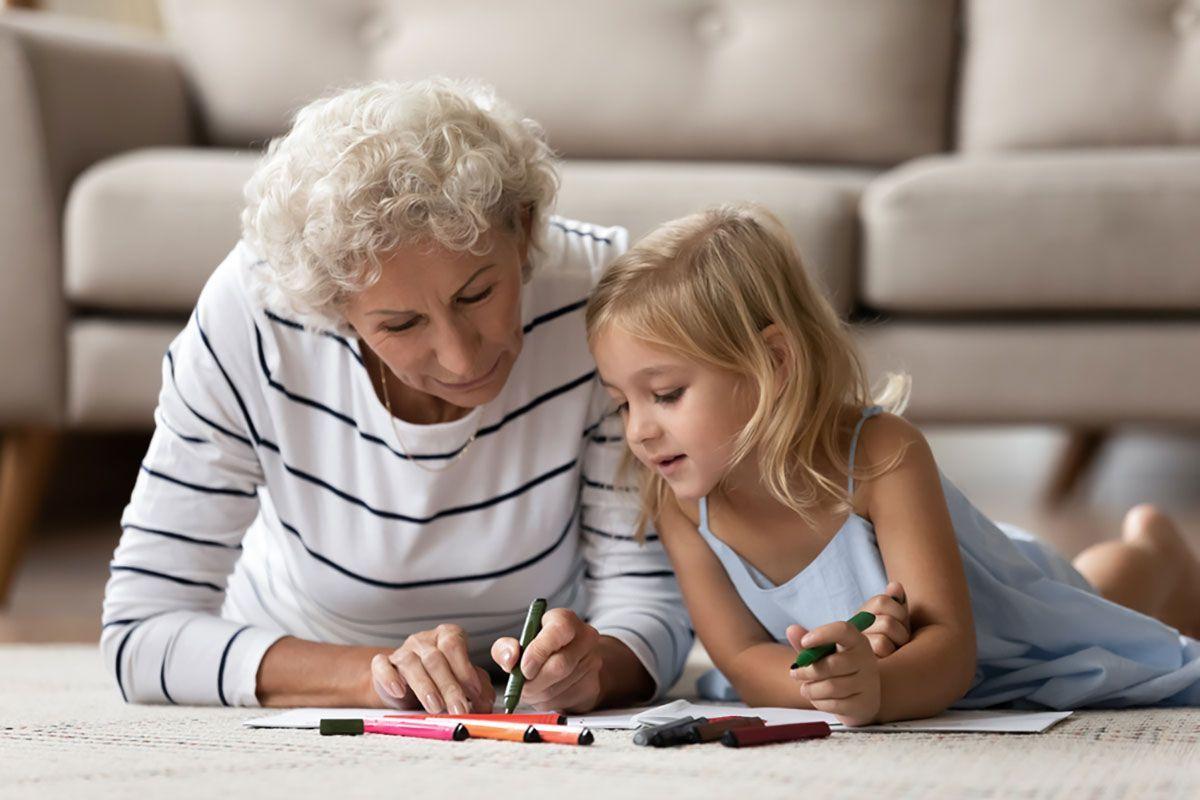 Bonus baby sitter ai nonni che si occupano dei nipoti