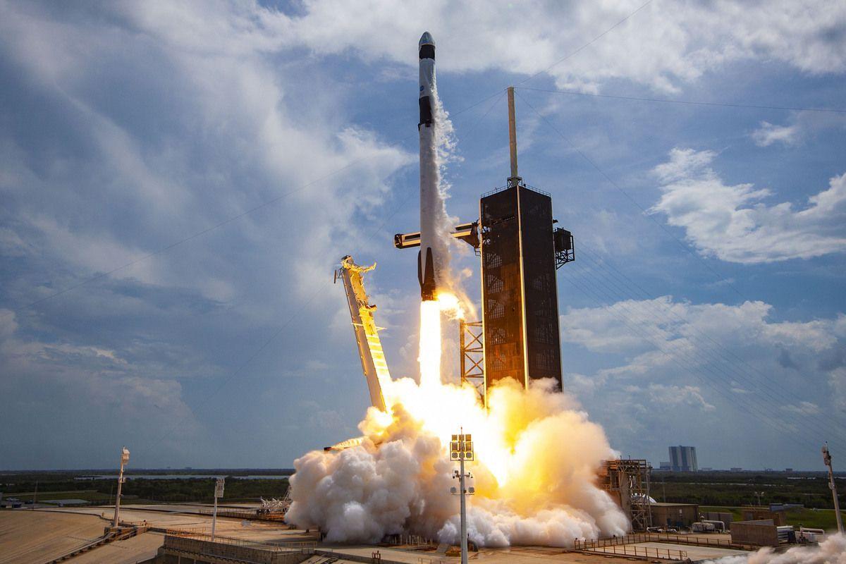 Crew Dragon in orbita, nuova era per la Space X