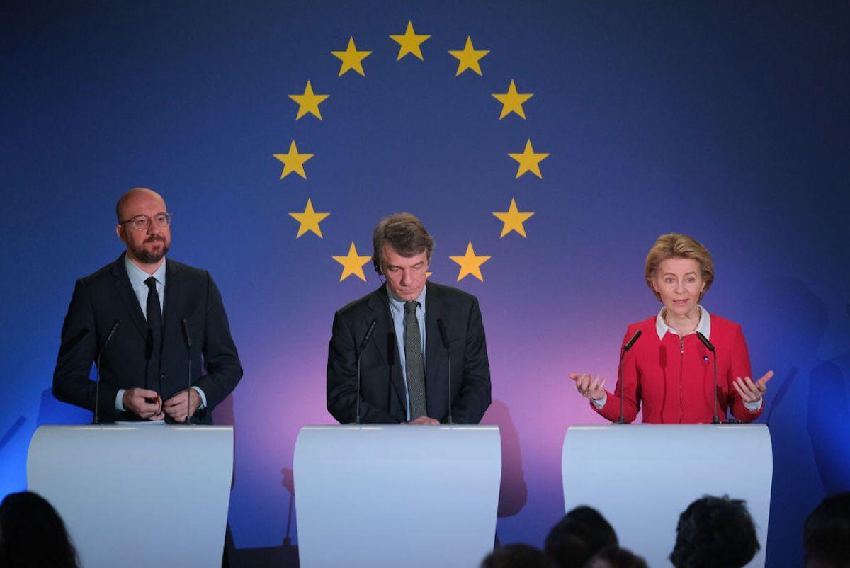 Vertice Ue, svolta a Bruxelles: c'è l'accordo sul Recovery Fund