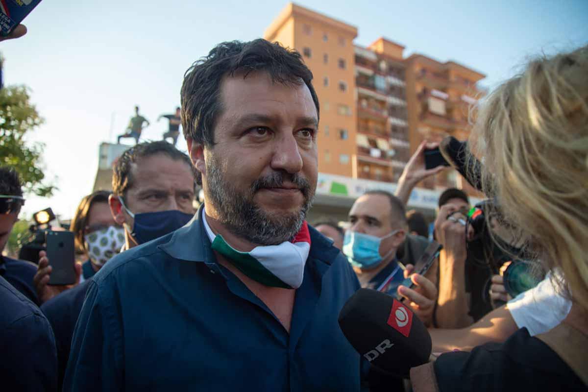 Matteo Salvini con mascherina tricolore