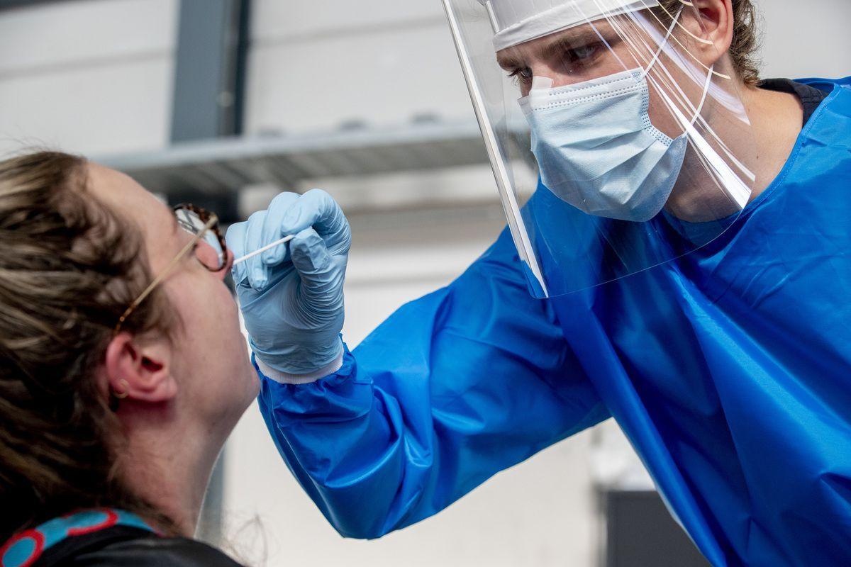 """Coronavirus, Sileri: """"Riduciamo la quarantena da contatto a 7-10 giorni"""""""