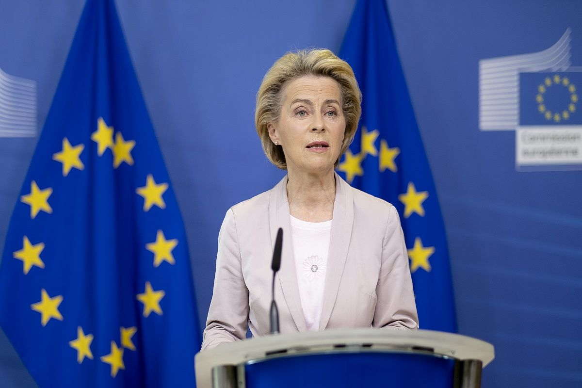 """Von der Leyen a Bruxelles: """"L'Europa c'è, organizzeremo un vertice in Italia sulla sanità"""""""