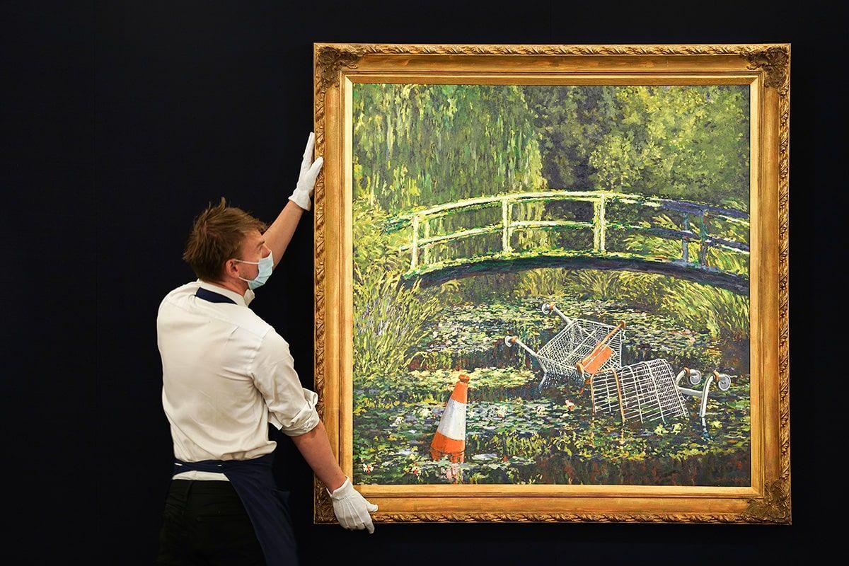 """Banksy, venduto all'asta """"Show Me the Monet"""" per 7,6 milioni di sterline"""