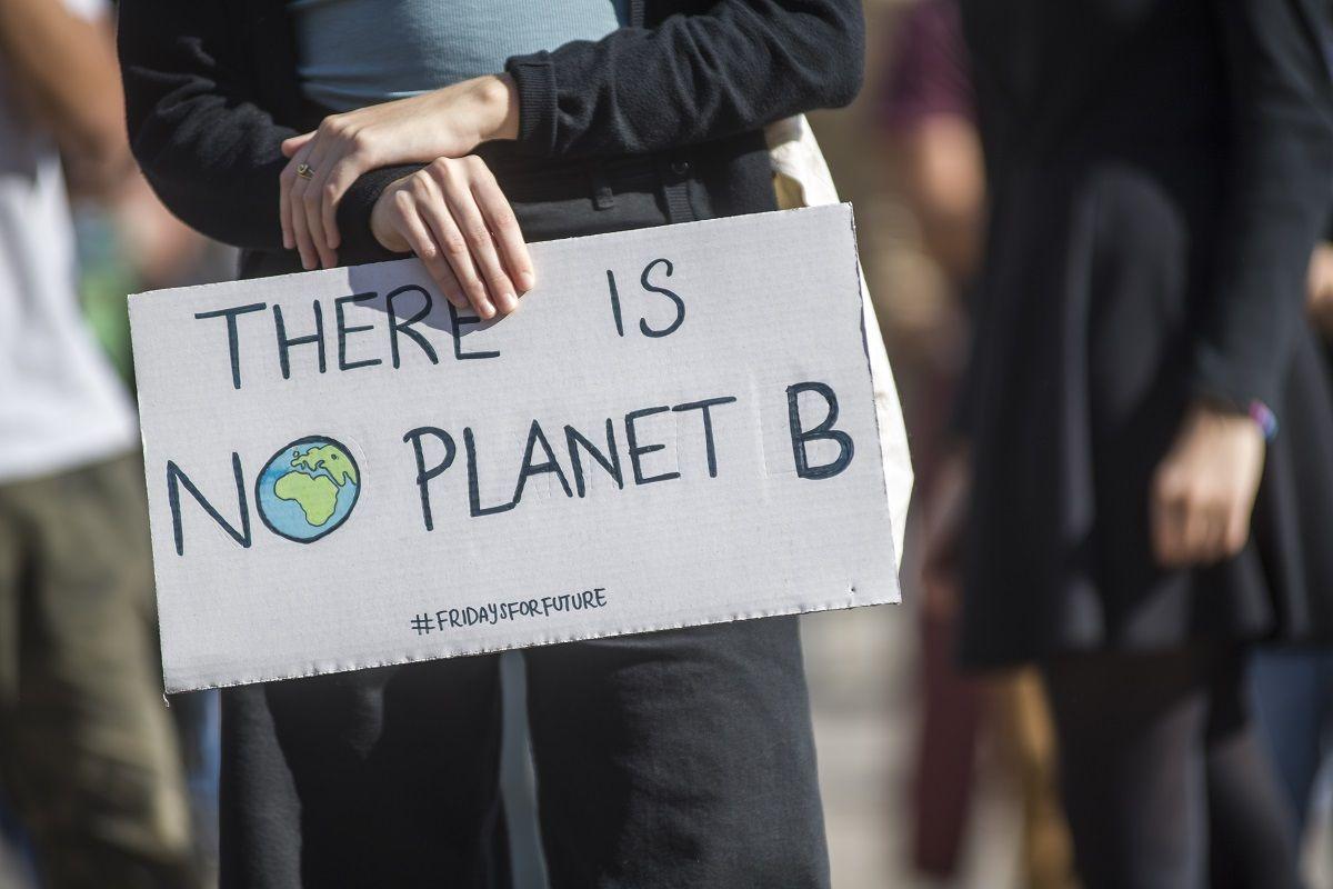 Fridays for future, i giovani tornano in piazza contro il cambiamento climatico
