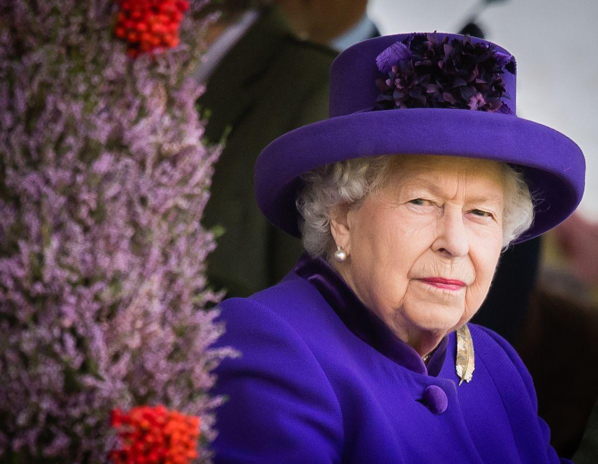 I domestici dicono no all'autoisolamento: la Regina Elisabetta infuriata