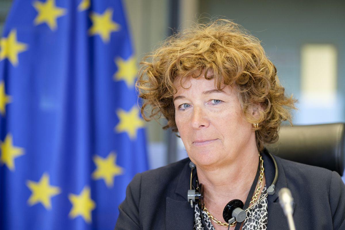 Belgio, per la prima volta in Europa una persona transgender è diventata ministro