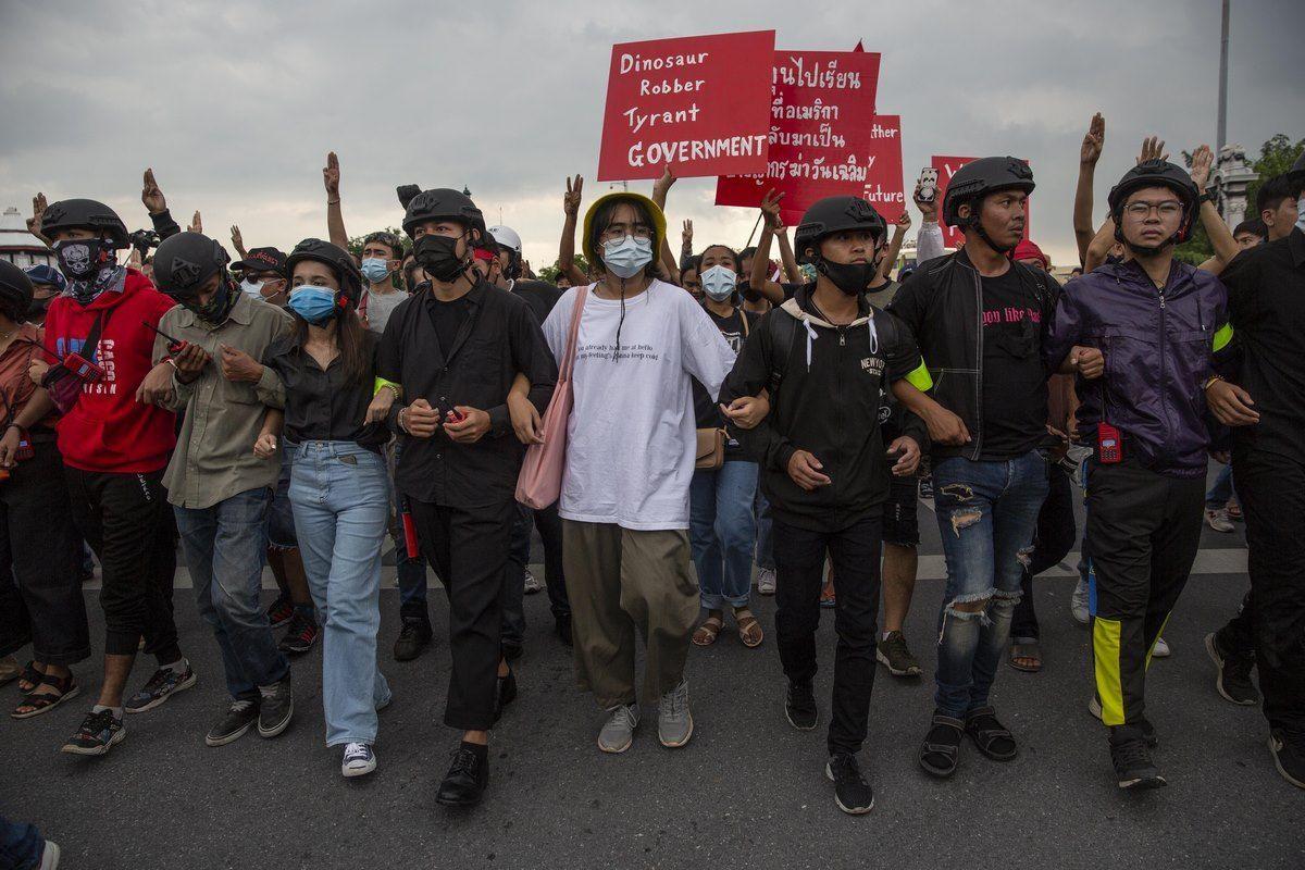Thailandia, proclamato lo stato di emergenza per le proteste contro governo e monarchia