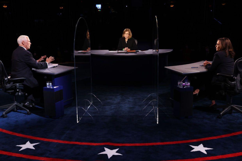 Elezioni Usa, scontro tra Kamala Harris e Mike Pence: per i sondaggi la democratica convince di più