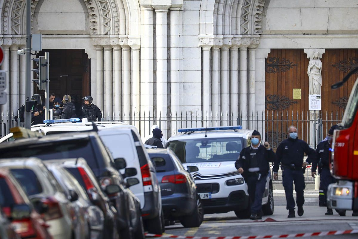 Attentato Nizza, alcune vittime nella cattedrale di Notre-Dame. Polizia: