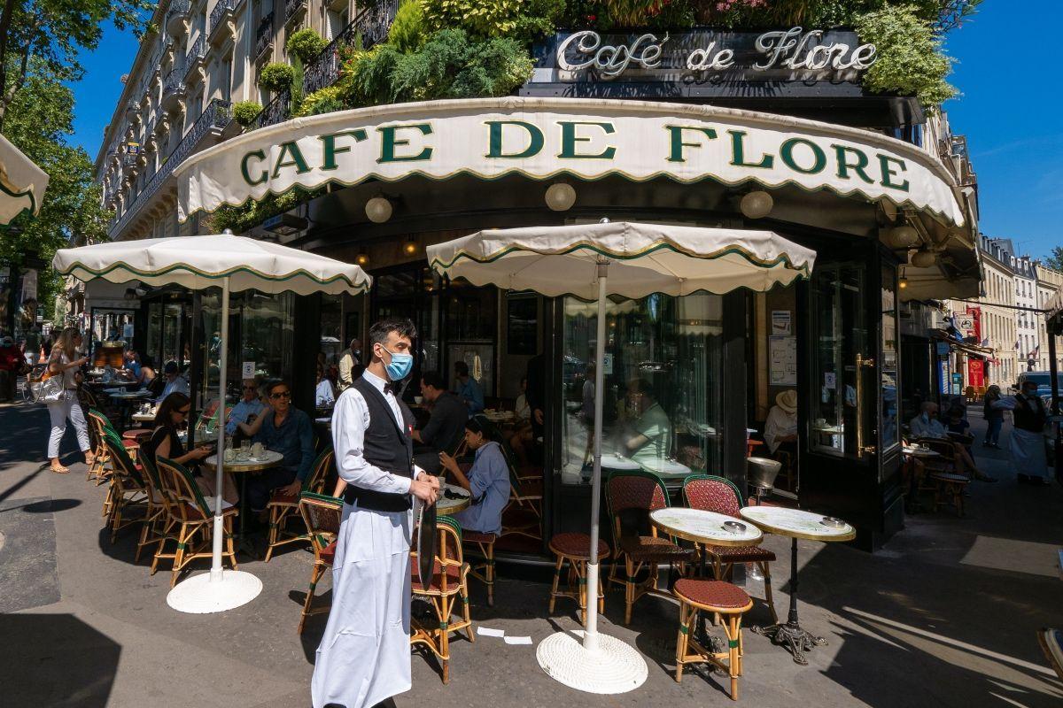Coronavirus, massima allerta a Parigi: da domani chiusi bar e palestre