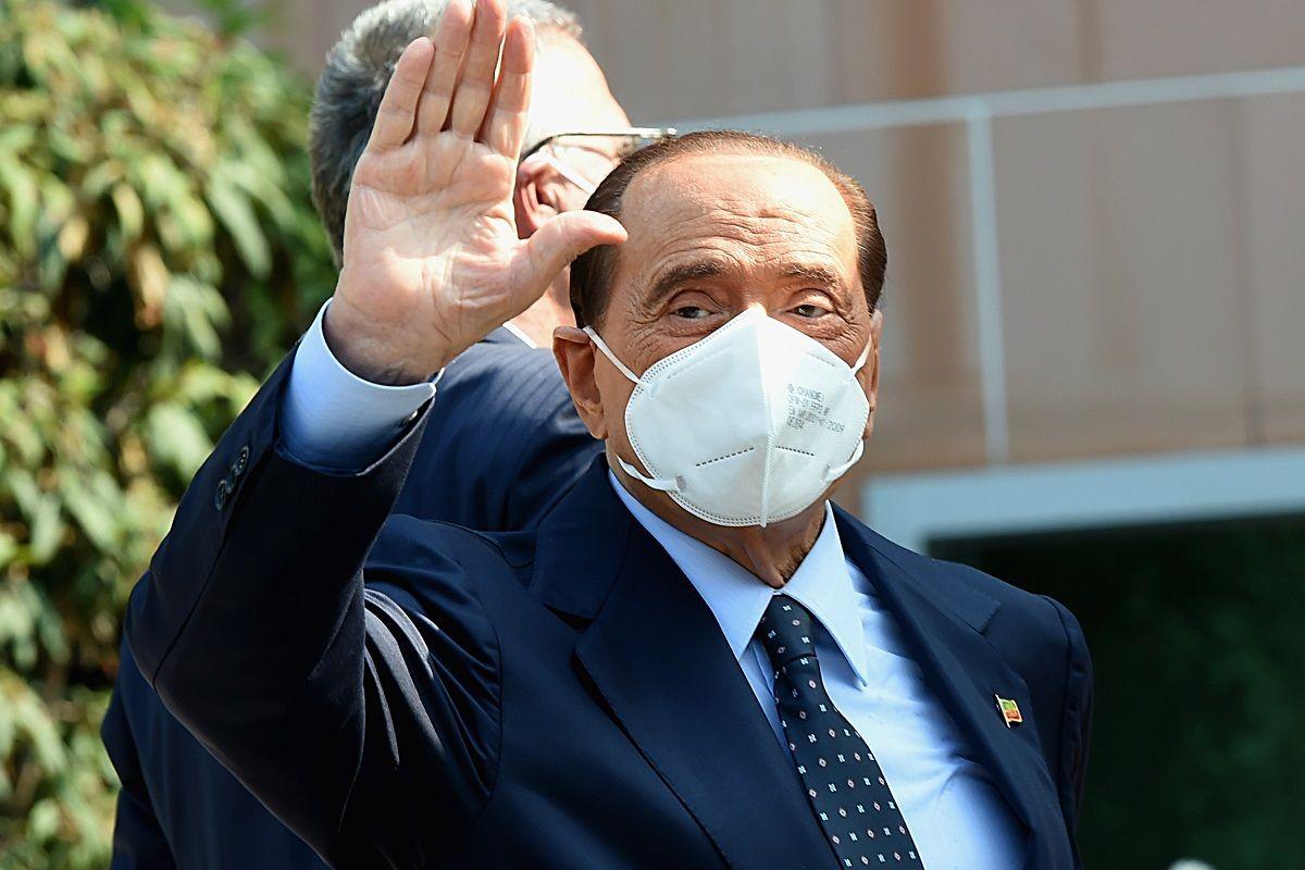 Coronavirus, Silvio Berlusconi: primo tampone negativo, oggi il secondo