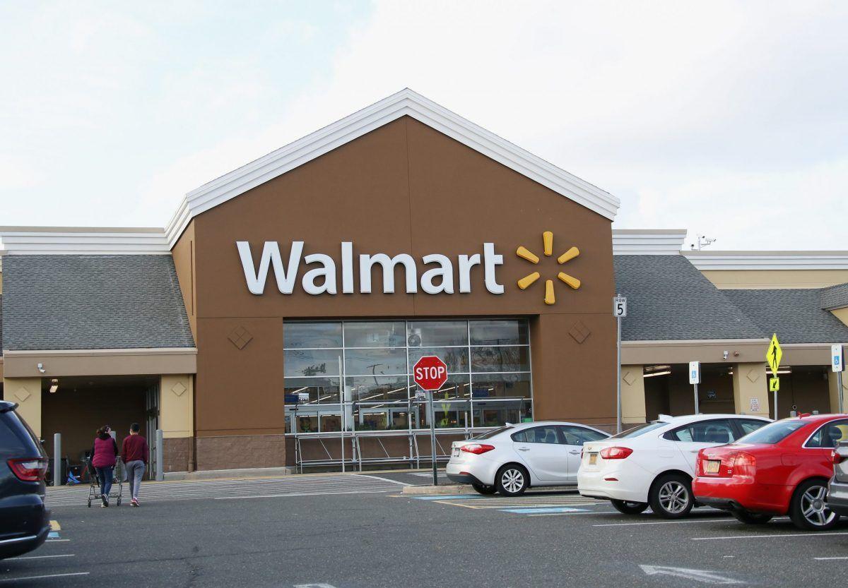 L'insegna di un negozio Walmart