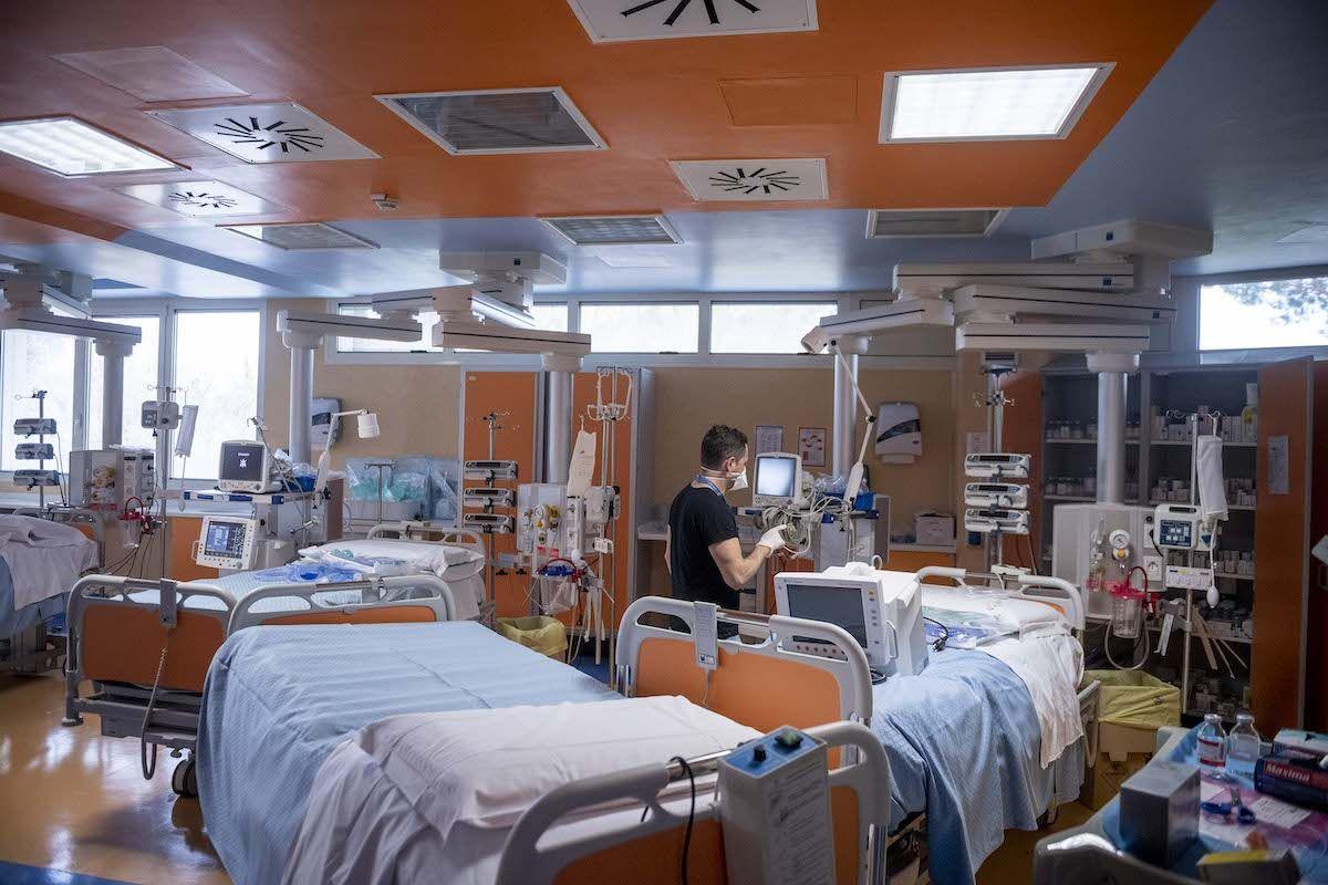 Emergenza Covid: servono posti letto, ma gli ospedali restano chiusi