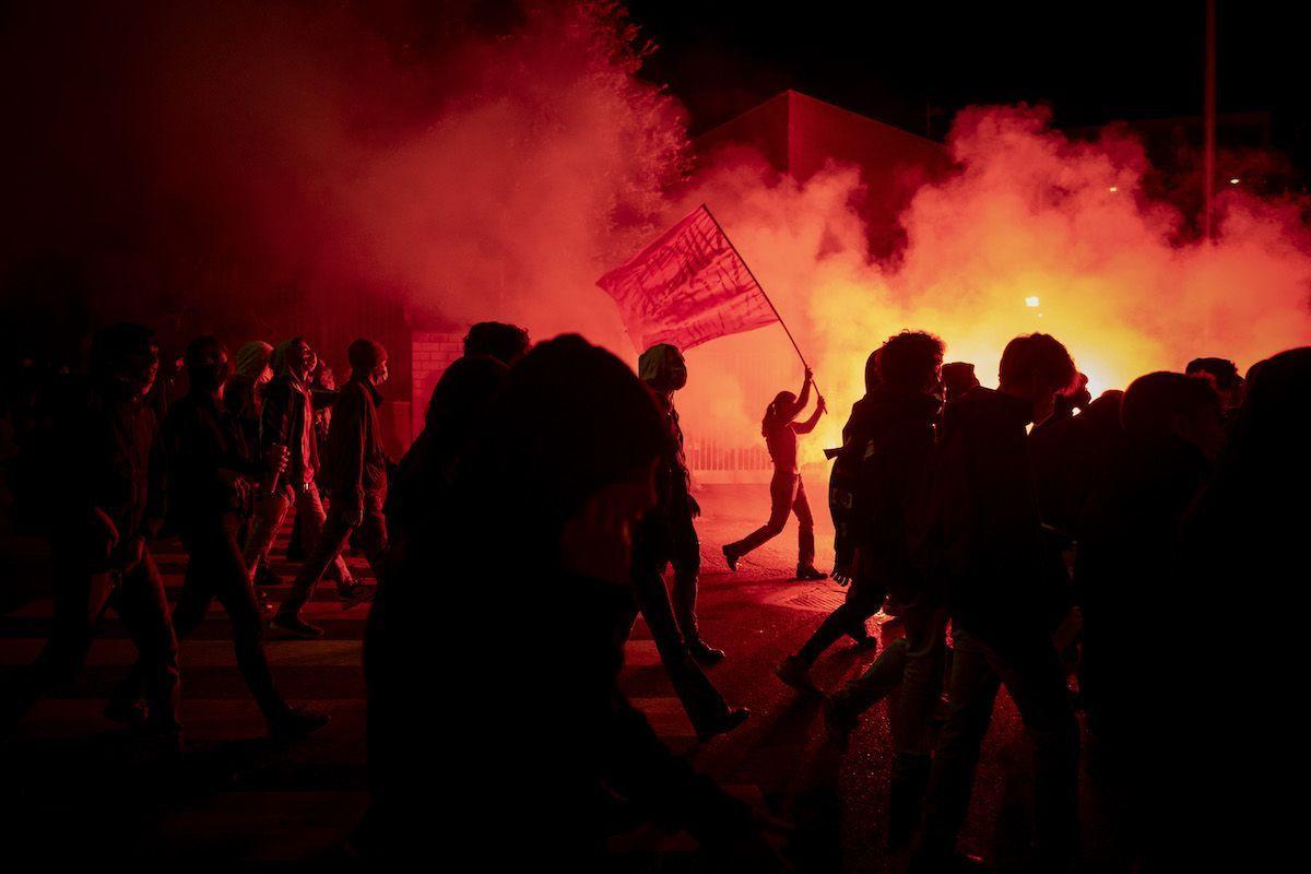 Manifestazione anti Dpcm a Brescia: ferito un ultras, rischia amputazione