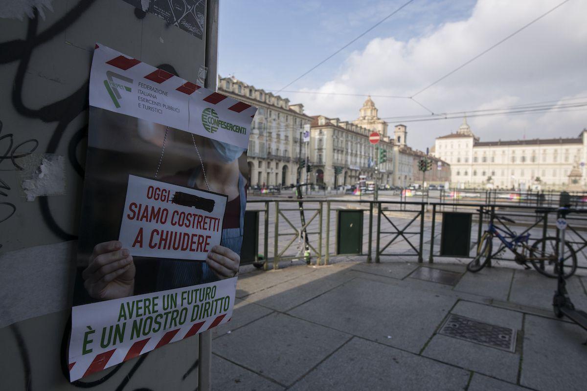 lockdown Milano cartello protesta
