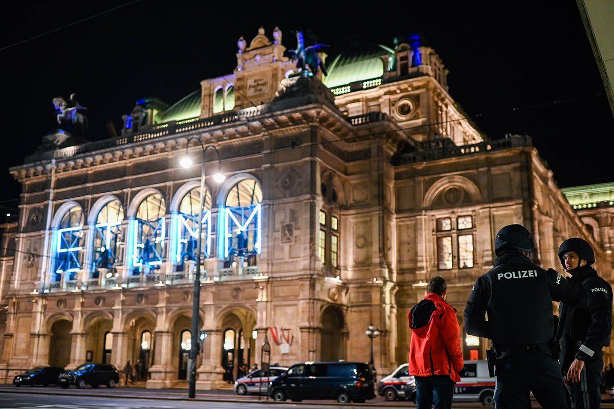 Vienna, attentato terroristico: diversi morti e feriti