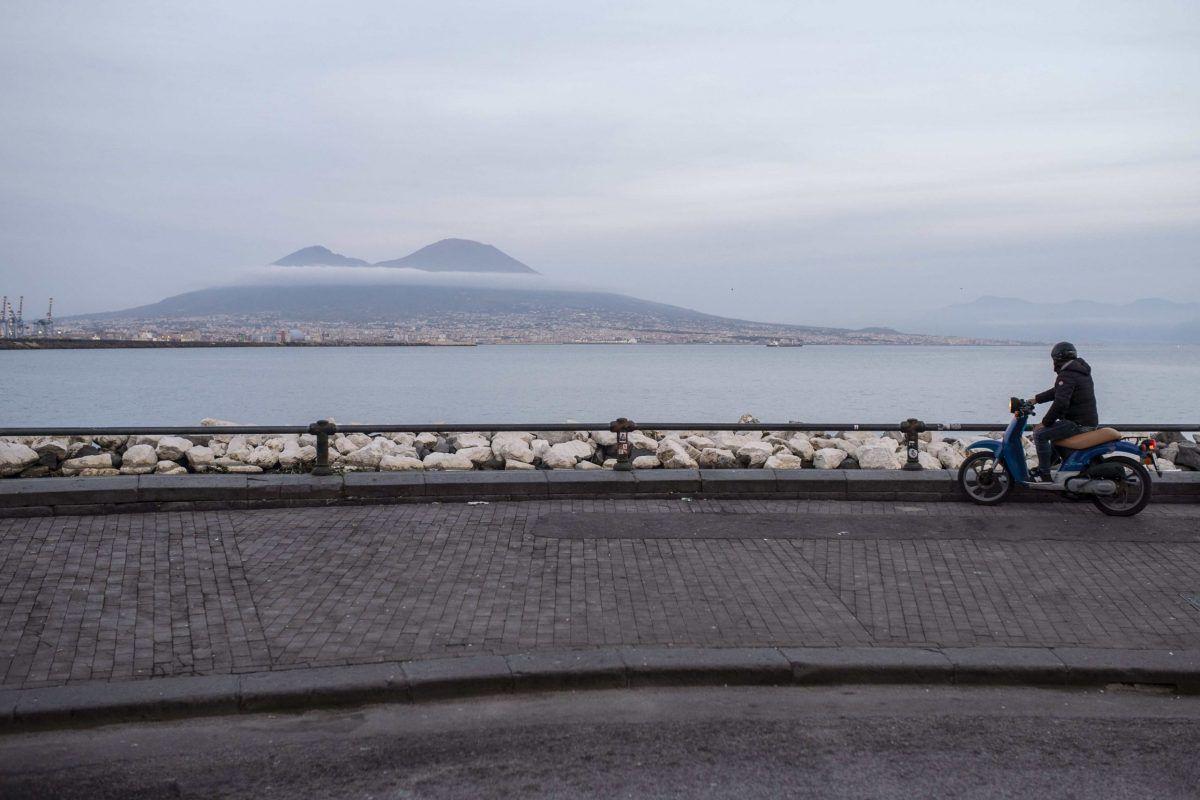 Napoli: vista del Vesuvio durante il lockdown