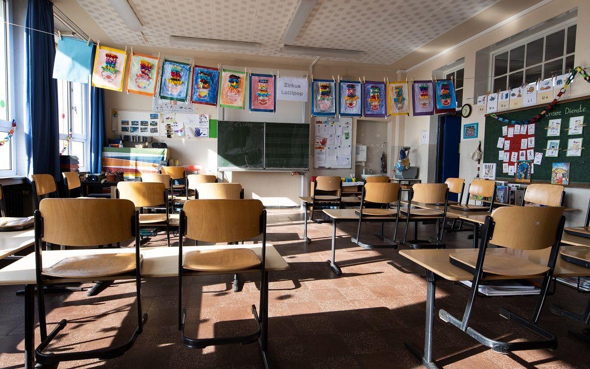 Scuola, Dpcm sospende il concorso docenti: ma oggi le prove si svolgono