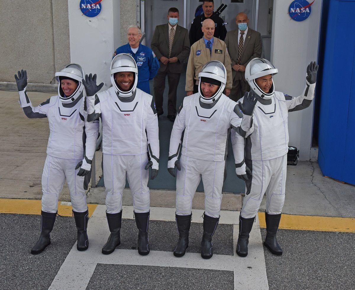 Lanciata Crew Dragon, la navicella spaziale di Elon Musk con a bordo 4 astronauti