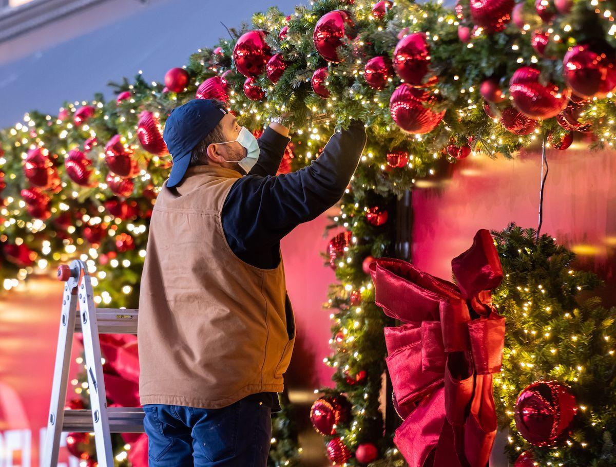 Dpcm Natale: le restrizioni a feste e cenoni, coprifuoco a Capodanno