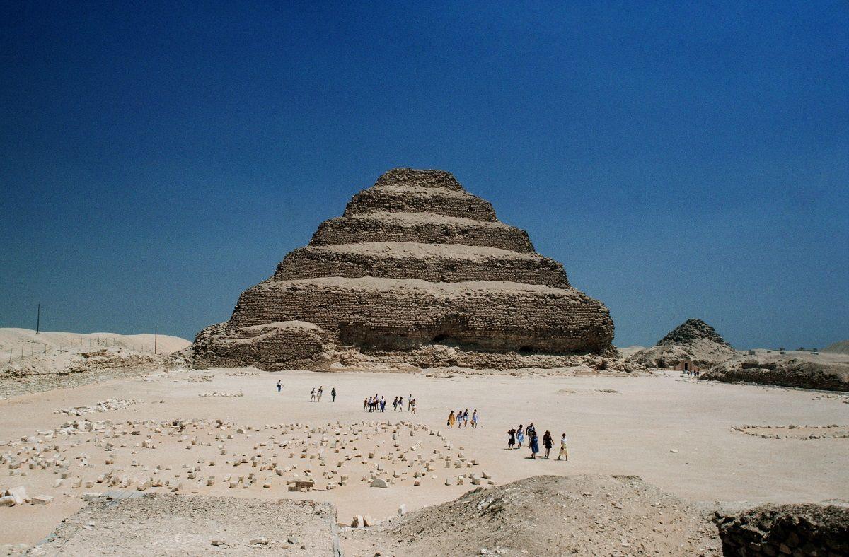 Egitto, scoperti a Saqqara oltre 100 sarcofagi di 2500 anni fa