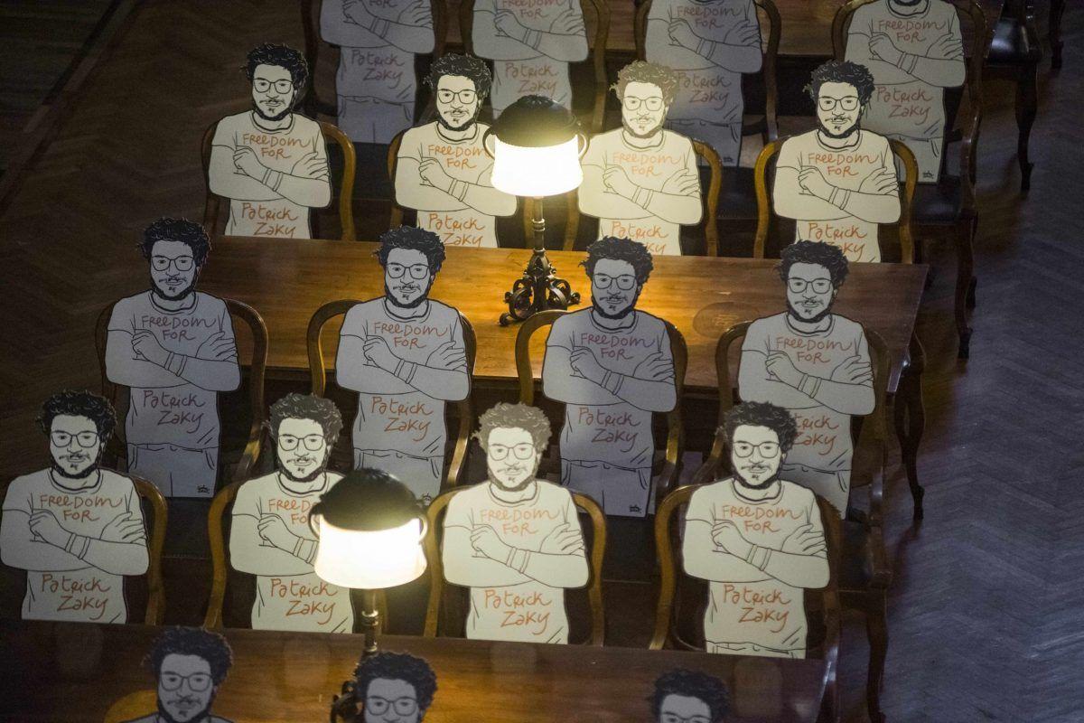 Le sagome del disegno di Patrick Zaki dell'artista Gianluca Costantini collocate nell'Aula Magna della Biblioteca Universitaria di Bologna. Un'ulteriore azione per chiedere l'immediata liberazione di Patrick, ancora detenuto in Egitto. il 16 luglio 2020 a Bologna, Italia.
