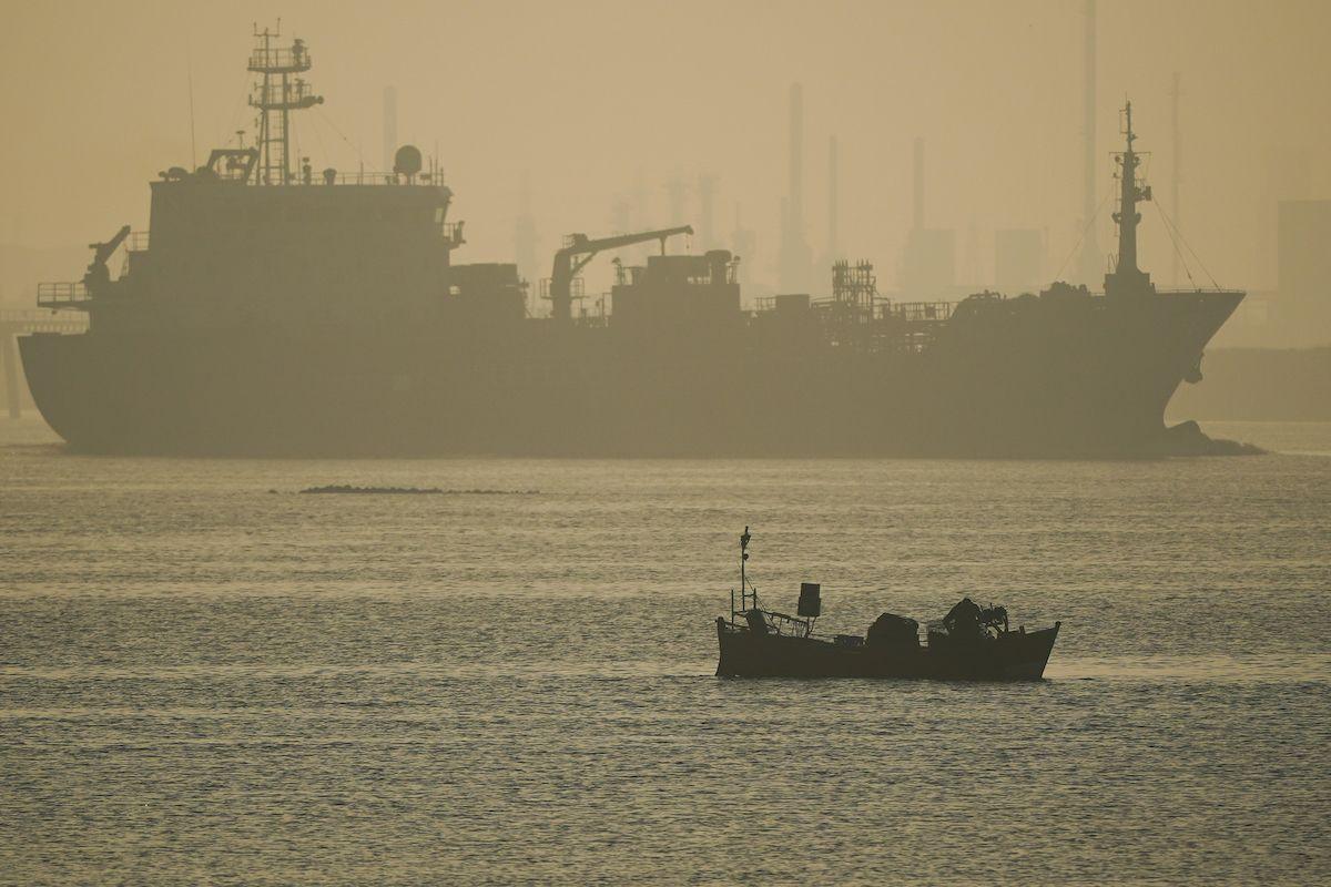 petroliera porto imbarcazione
