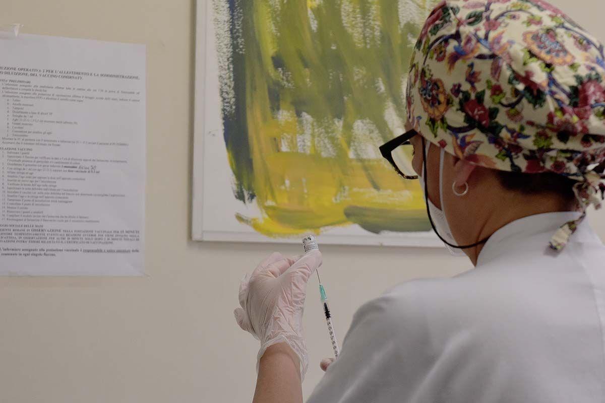 Conte, in Italia effettuati un milione di vaccini anti Covid