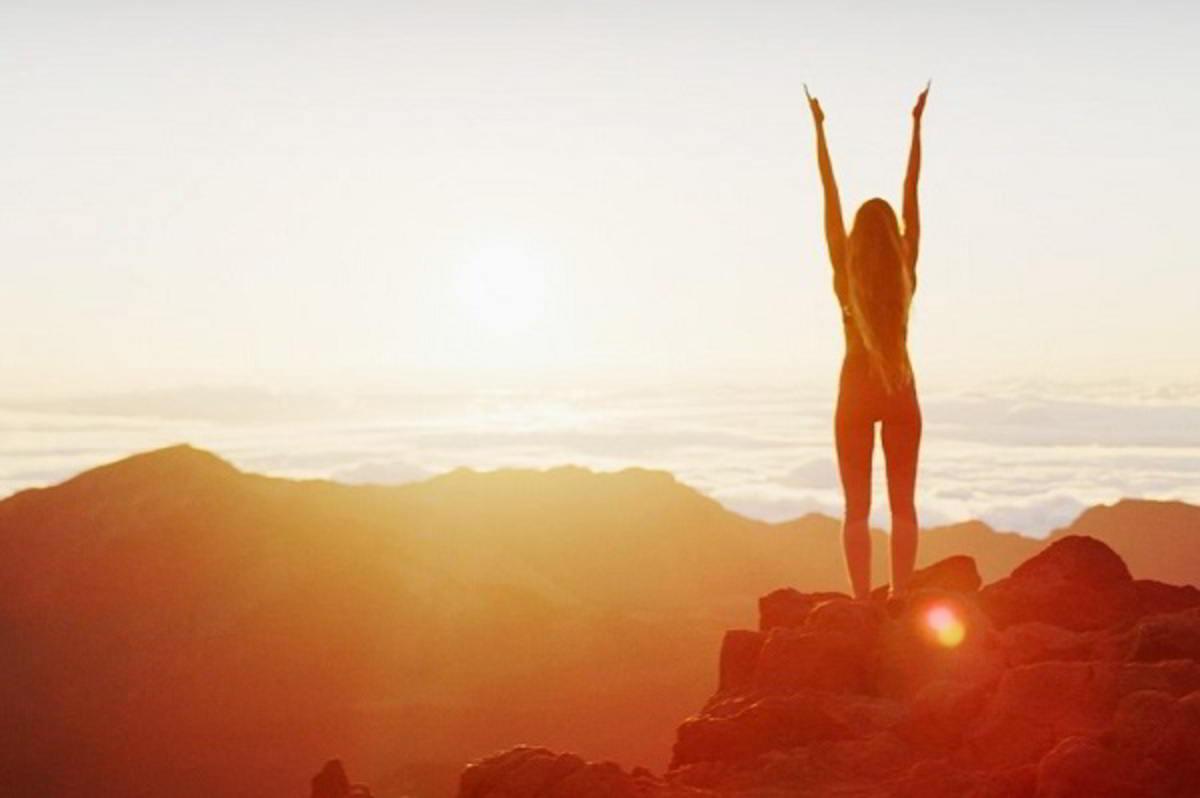 Viaggi, fitness, sessualità e non solo alla base del senso della felicità: lo dicono gli esperti