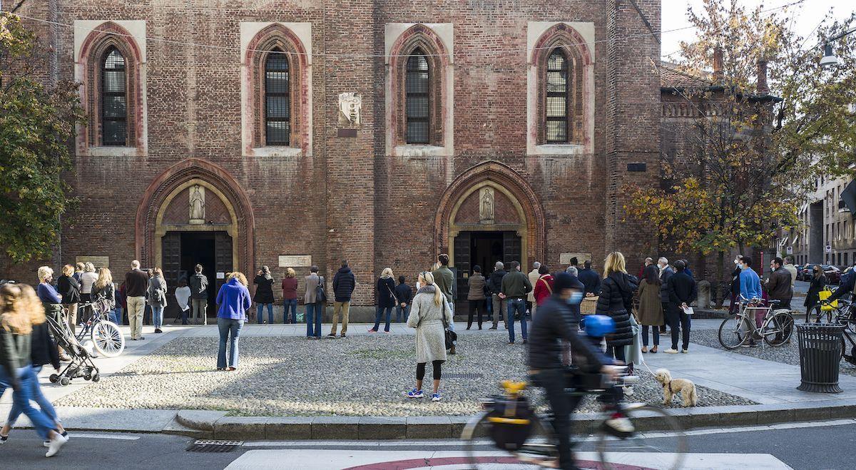chiesa santa maria incoronata milano covid persone
