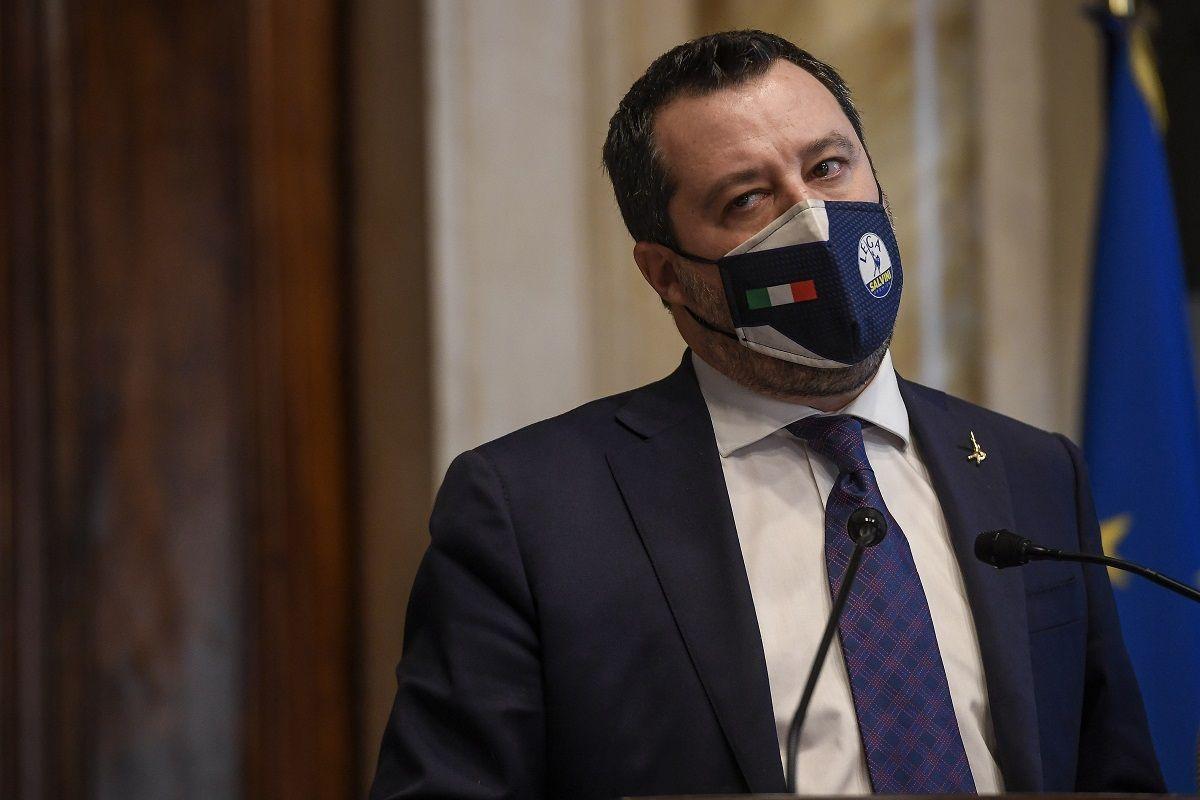 Chiusi a Pasqua? Si accende lo scontro tra Salvini e Zingaretti